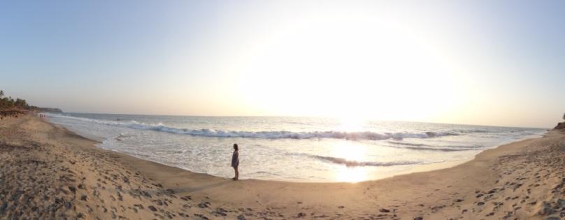 Elise sur la plage de Varkala